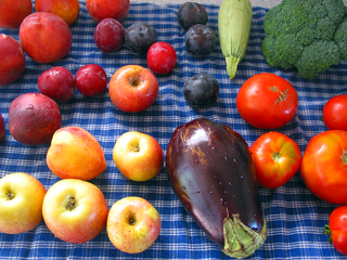 320px-Fruits_veggies
